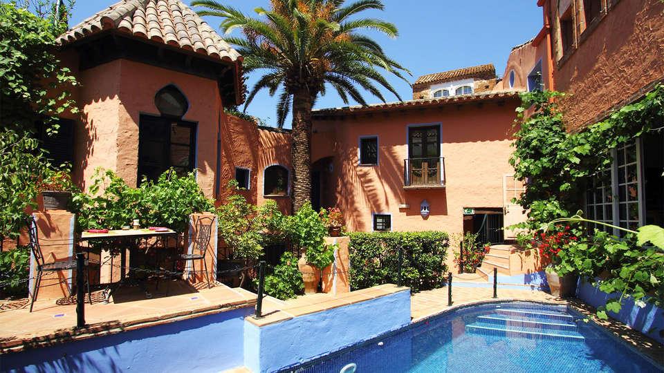 Hotel Amanhavis - EDIT_pool1.jpg