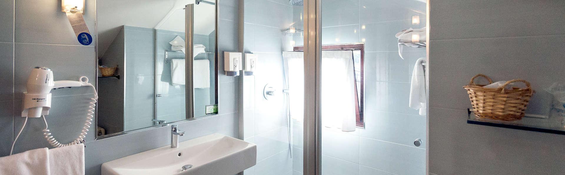 Hotel Bemon Playa - Edit_Bathroom4.jpg