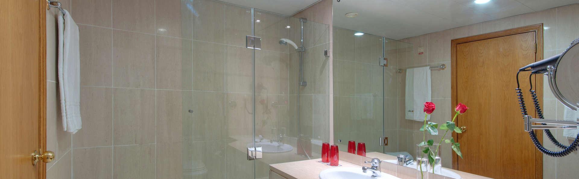 Tryp Coimbra - EDIT_bath.jpg