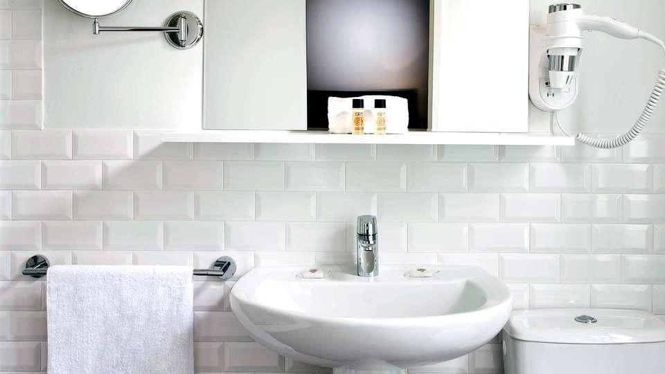 Hôtel des Ecrivains - Edit_Bathroom2.jpg