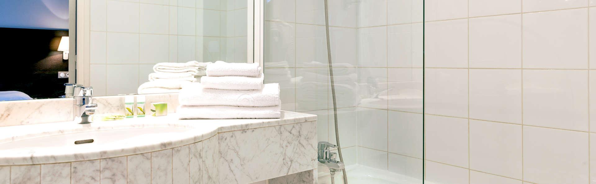 Hôtel des Ecrivains - Edit_Bathroom.jpg