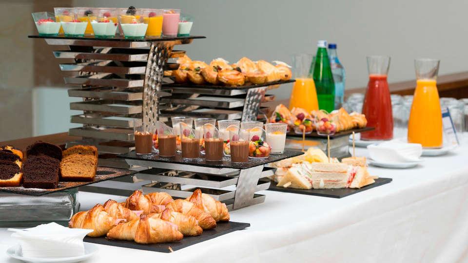 Tryp Lisboa Oriente - EDIT_buffet2.jpg