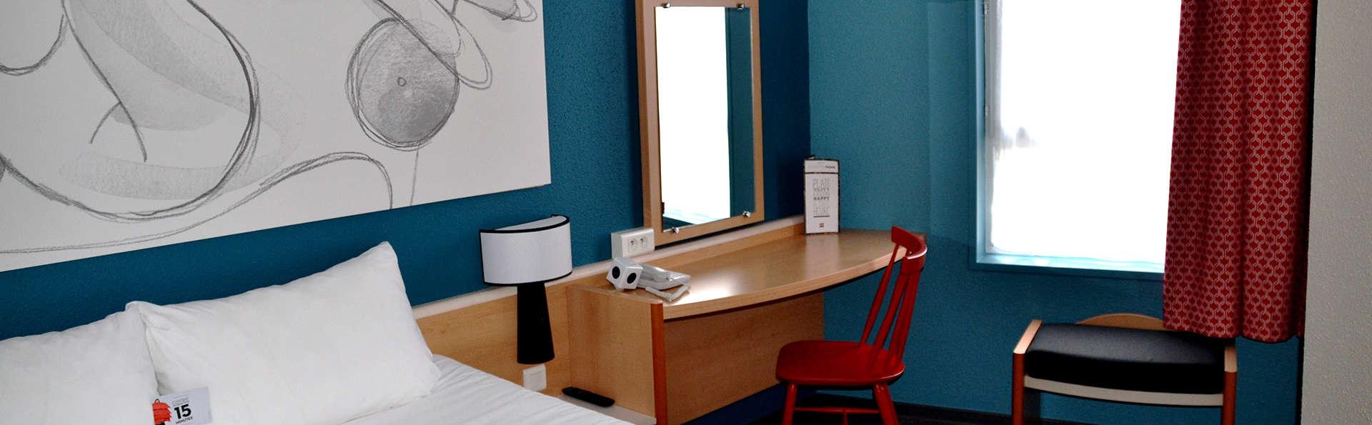 Hôtel Ibis Reims Centre - Edit_Room.jpg