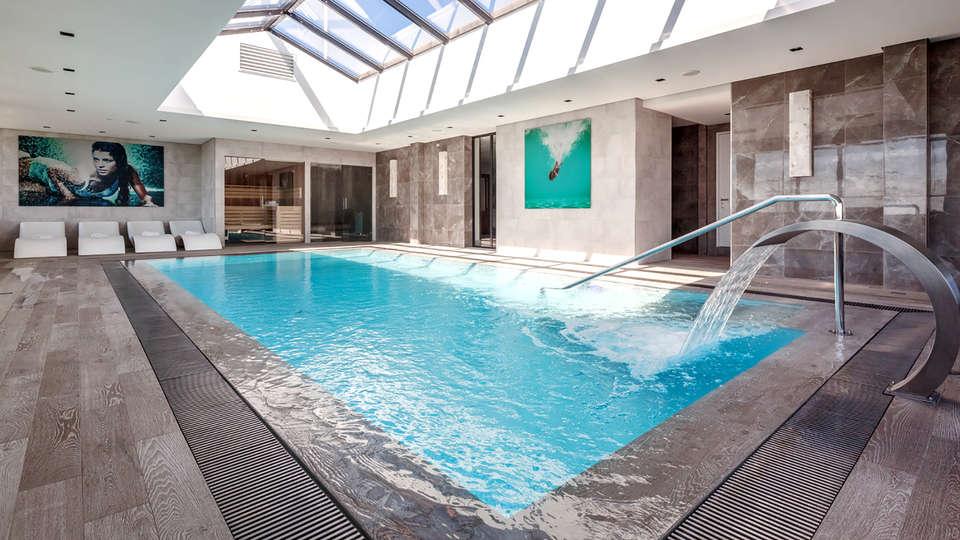 Van der Valk Hotel Oostzaan - Amsterdam - Edit_Pool2.jpg