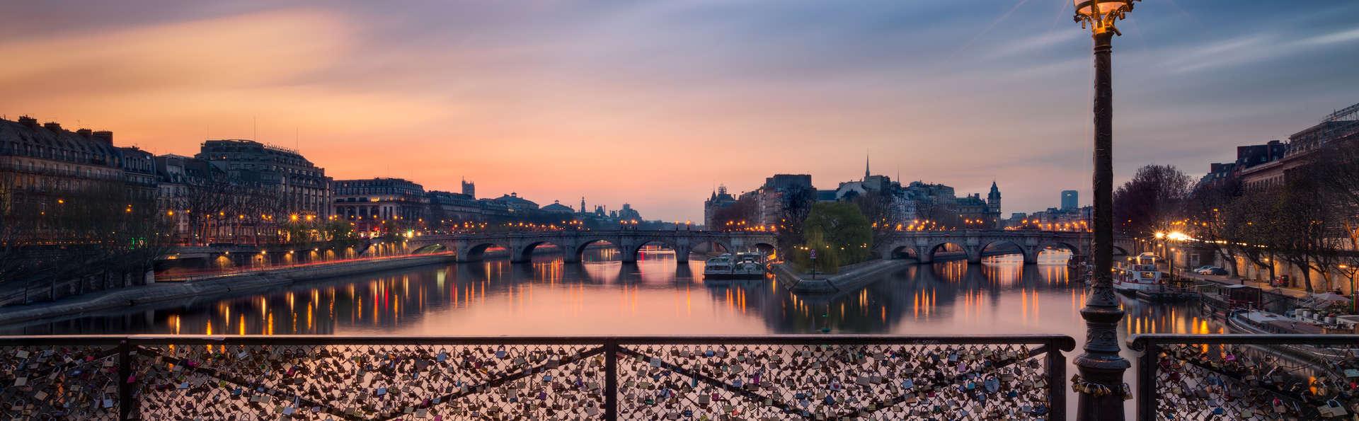 Romance poétique avec macarons en chambre au cœur de Paris