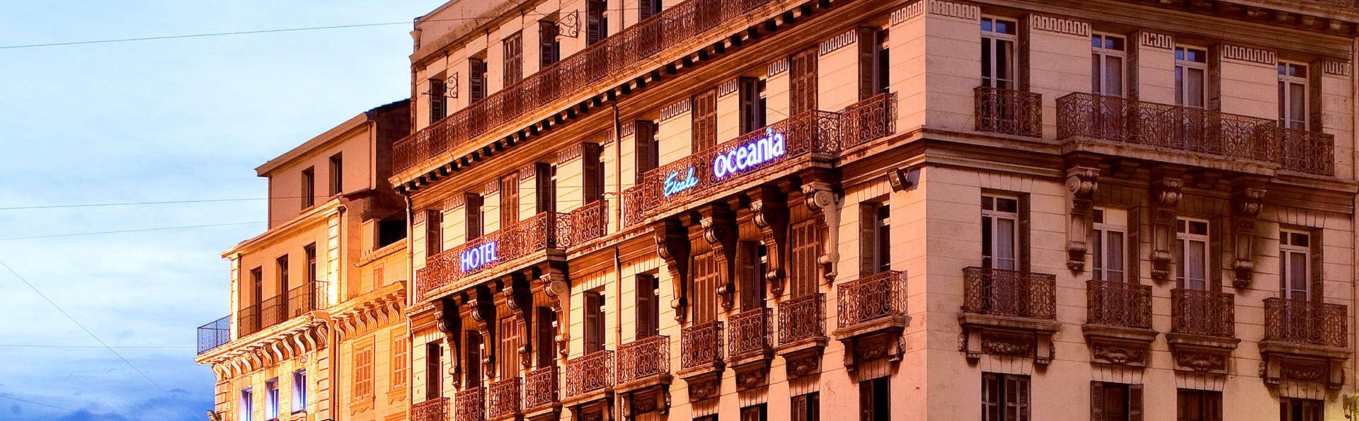 Escale Oceania Marseille Vieux Port - Edit_Front.jpg