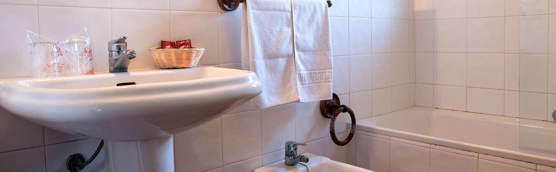 Hotel El Horcajo - Edit_Bathroom3.jpg