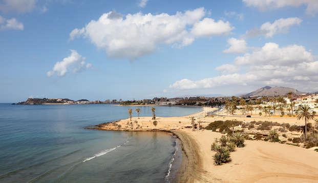 Escapada con media pensión en Mazarrón: cocktail, vistas al mar y buena comida