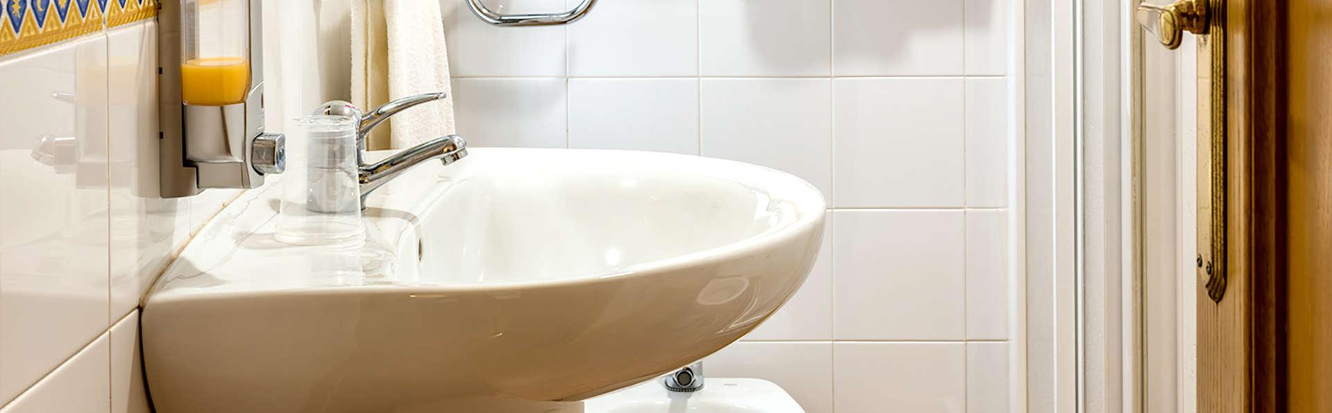 Kubik Hotel - Edit_Bathroom.jpg