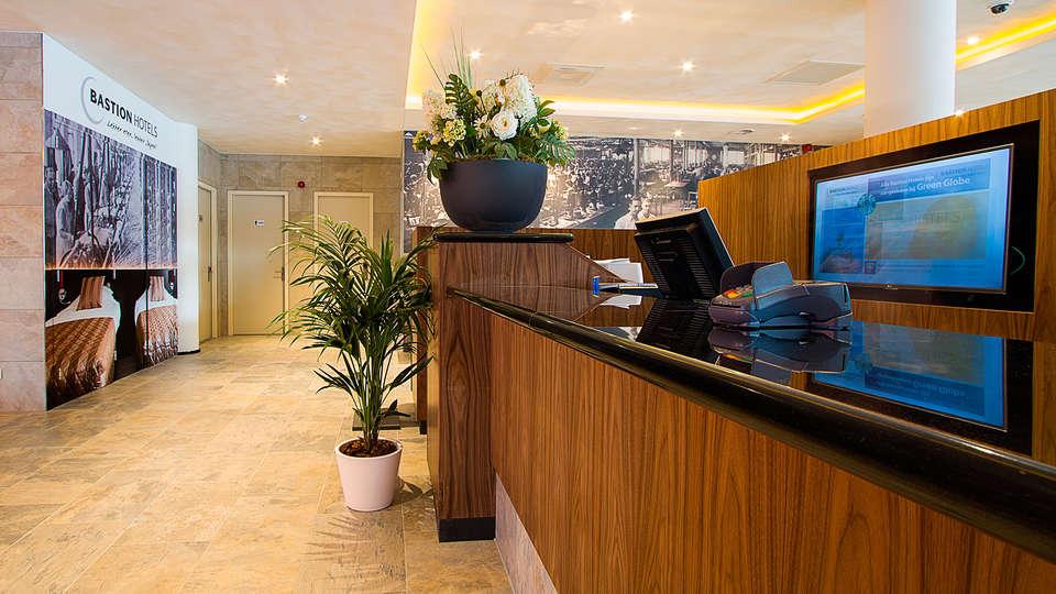 Bastion hotel Eindhoven Waalre - EDIT_reception.jpg