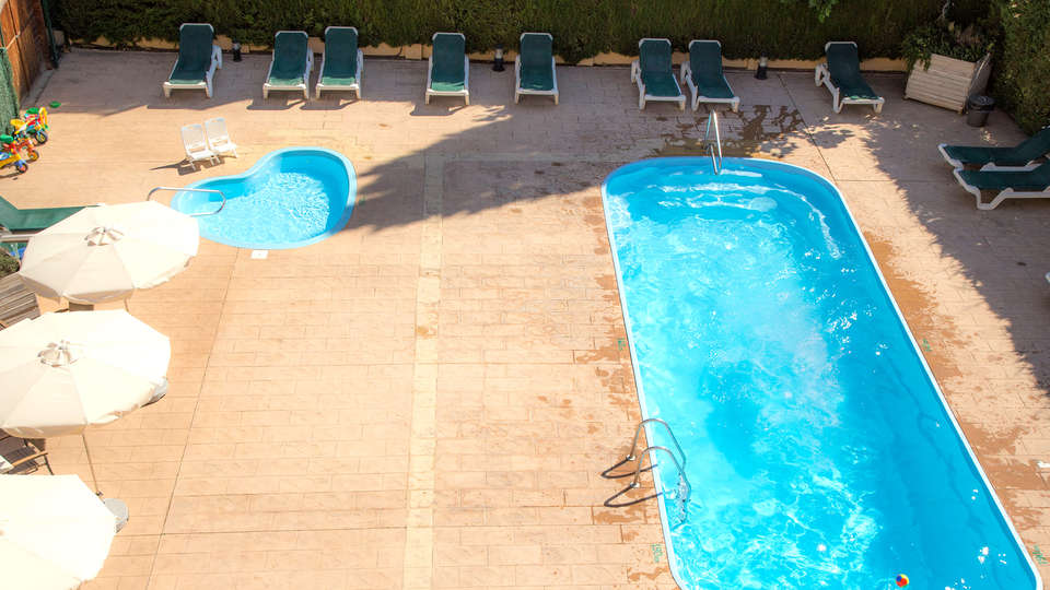 Hotel Medes II - Edit_Pool.jpg