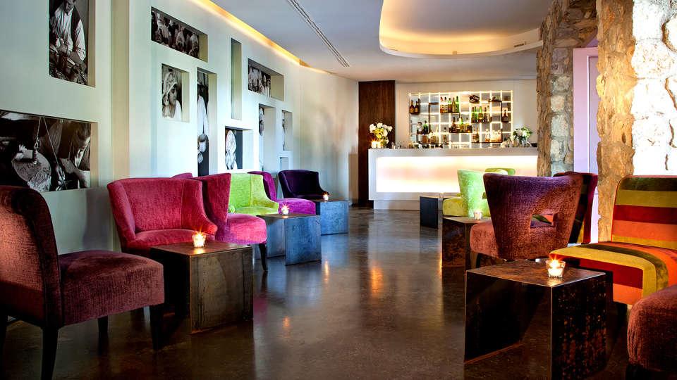 Aquapetra Resort & Spa - Edit_Bar2.jpg