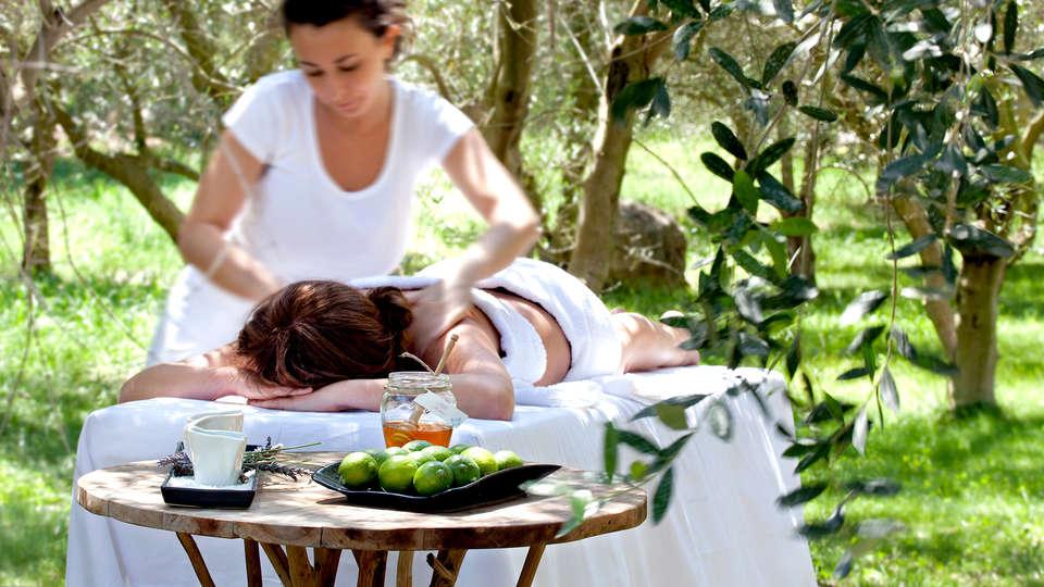 Aquapetra Resort & Spa - Edit_Massage.jpg