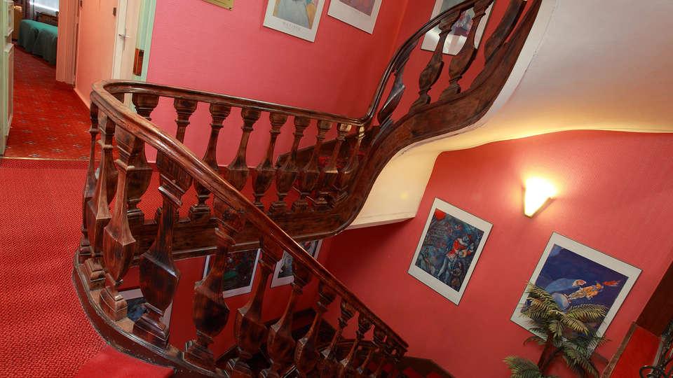 Hôtel de la Paix Lille - edit_stairs.jpg