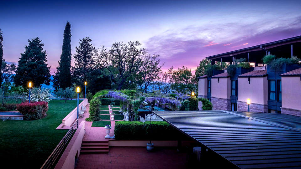 Grand Hotel Assisi - Edit_Garden2.jpg