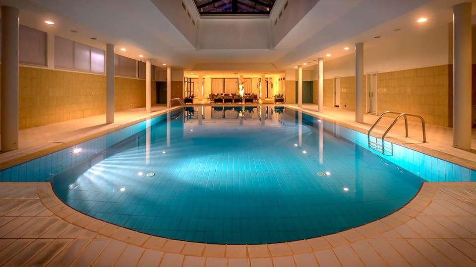 Grand Hotel Assisi - Edit_Pool2.jpg