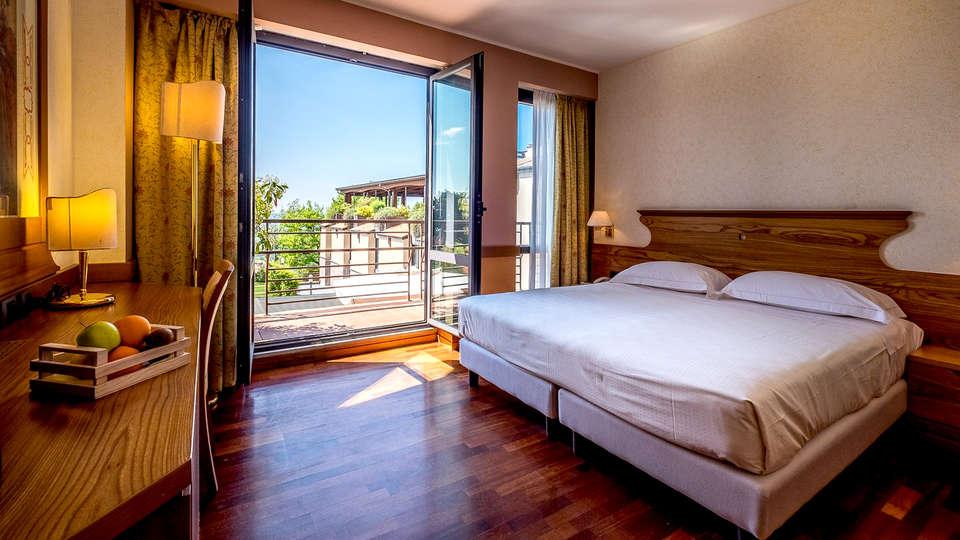 Grand Hotel Assisi - Edit_Room4.jpg