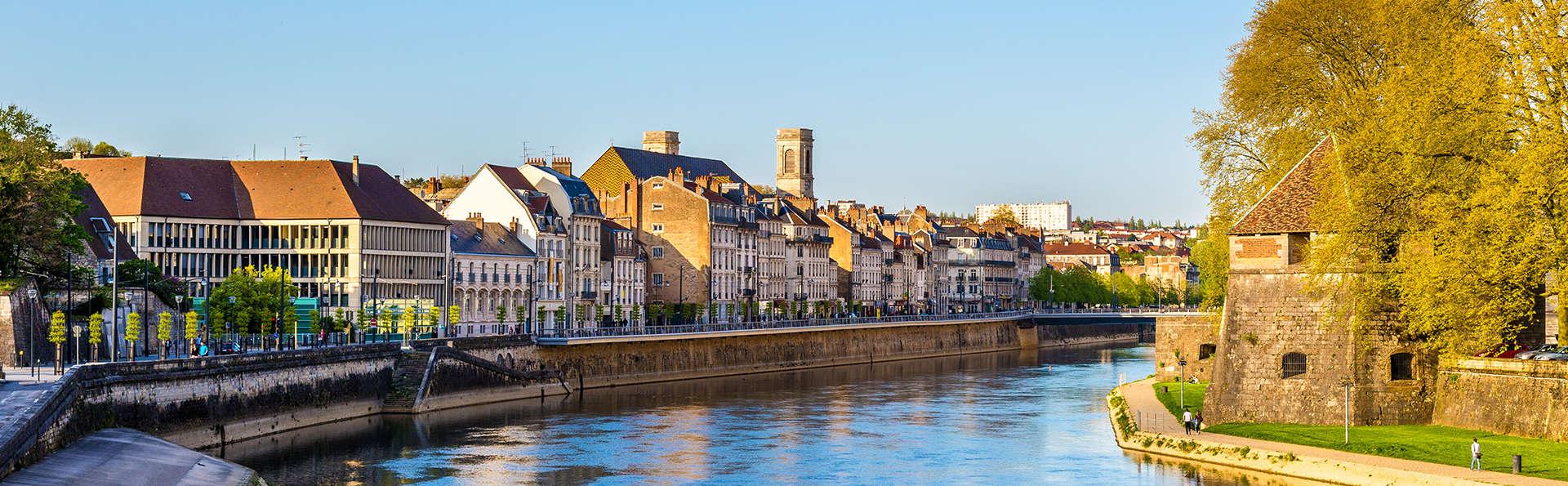 Séjournez sur les rives du Doubs à Besançon