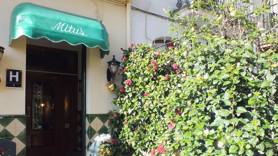 Hotel Mitus - Edit_Entrance.jpg
