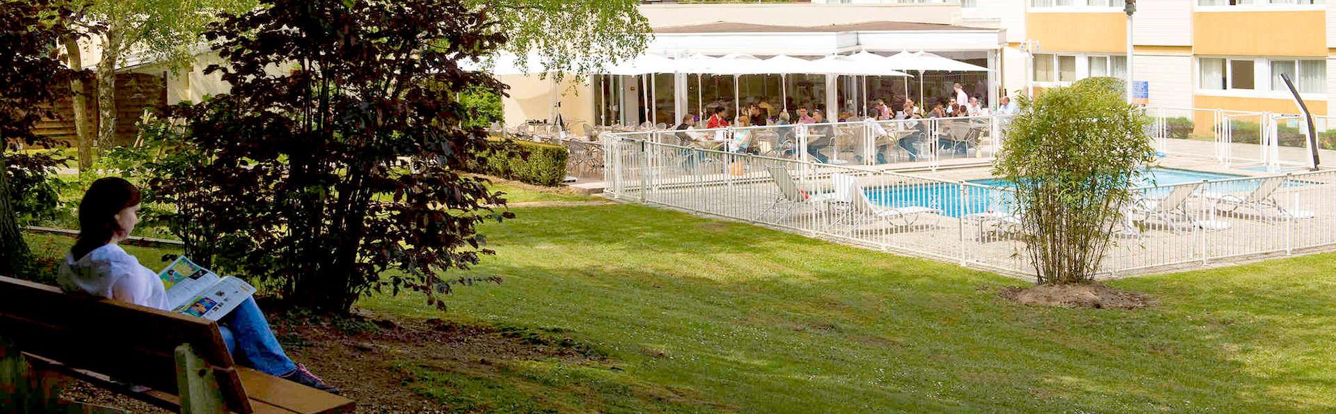 Novotel Saint Avold - Edit_garden2.jpg