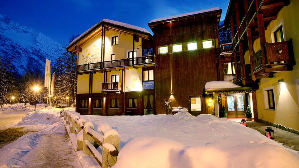 Hotel Boton D'Or - EDIT_front1.jpg