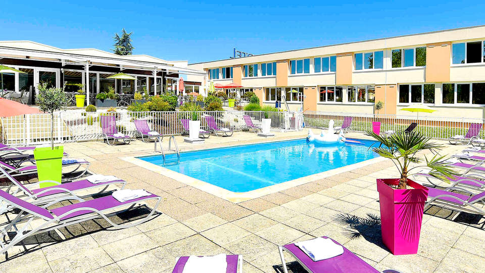 Novotel Dijon Route des Grand Crus - Edit_Pool.jpg