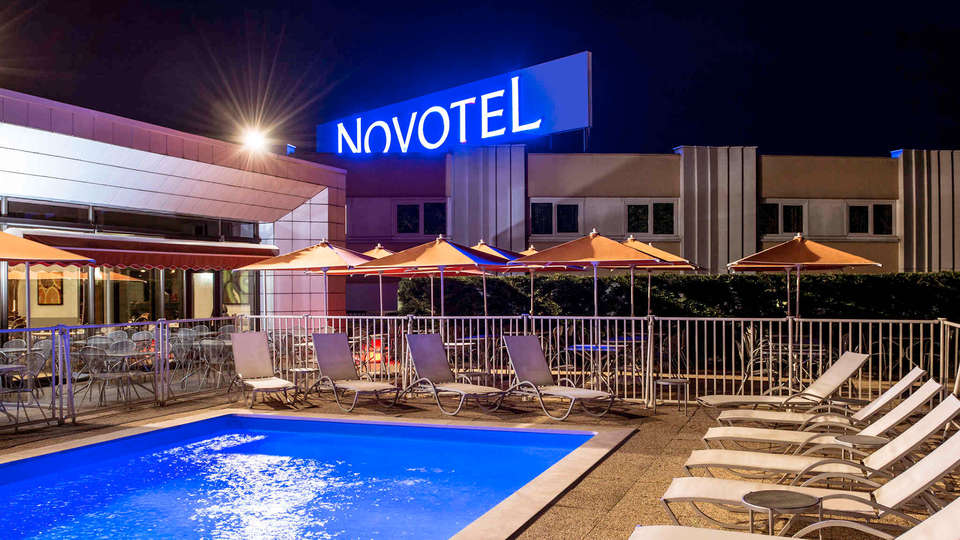 Novotel Mâcon Nord - edit_pool1.jpg