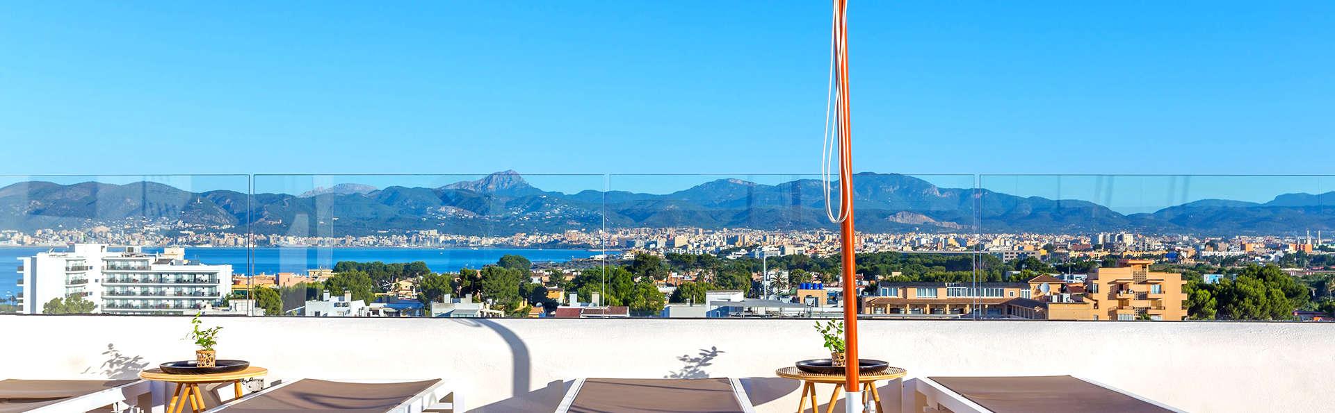 Disfruta de Palma de Mallorca en una habitación con balcón y copa de bienvenida