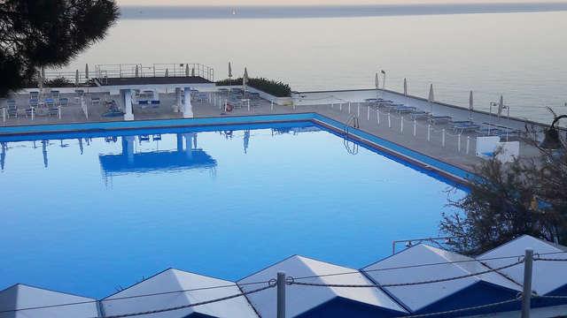 Notti in hotel in stupenda posizione su una scogliera che domina il mare ligure!