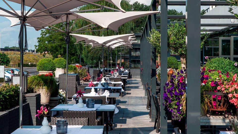 Van der Valk Hotel Eindhoven - edit_terrace.jpg