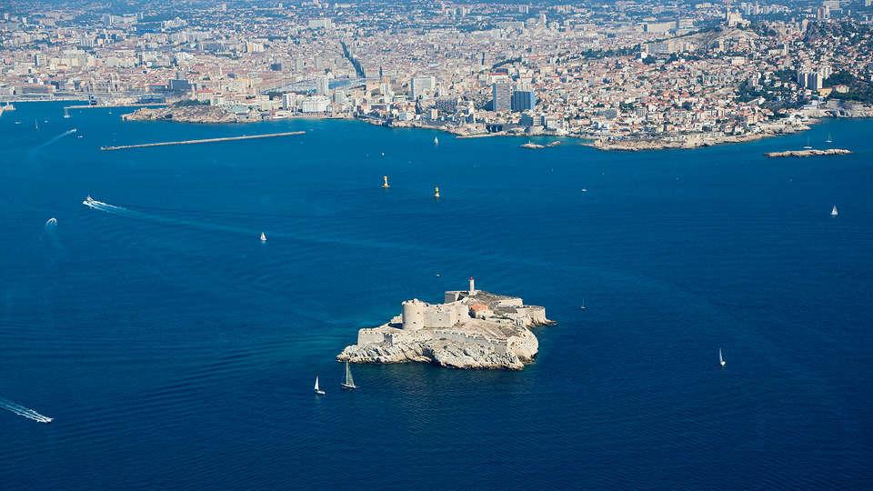 Adonis Marseille Vieux Port - Hôtel du Palais - edit_new_Chateau-d_If-_3_.jpg