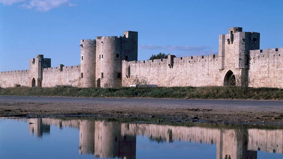 Mercure La Grande Motte Port - edit_new_Tours-et-Remparts-d_Aigues-Mortes.jpg
