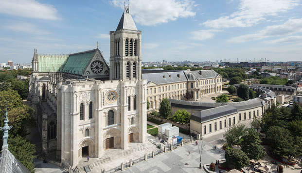 Historia de los reyes de Francia con entrada a la basílica de Saint-Denis