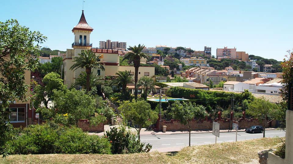 Hotel Hostal del Sol - EDIT_exterior.jpg