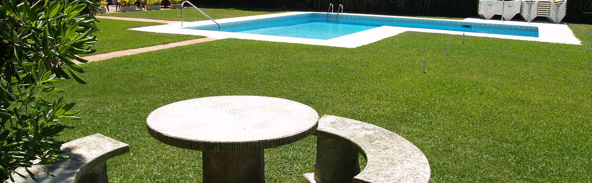 Hotel Hostal del Sol - EDIT_pool.jpg