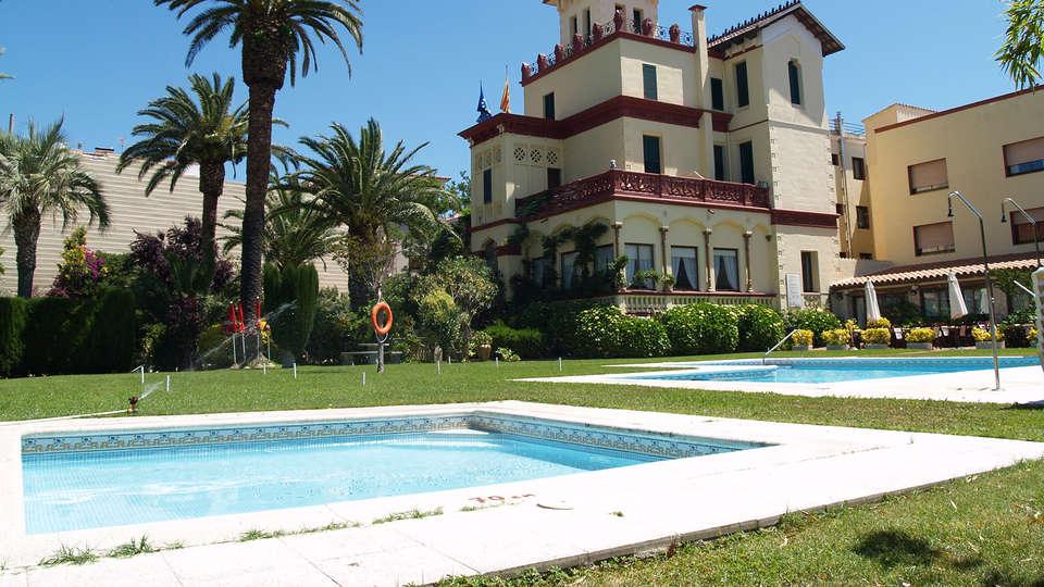 Hotel Hostal del Sol - EDIT_pool2.jpg