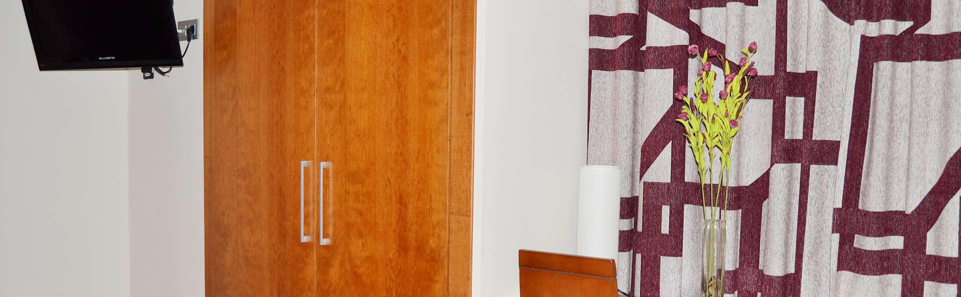 Hotel Jarama - EDIT_room.jpg