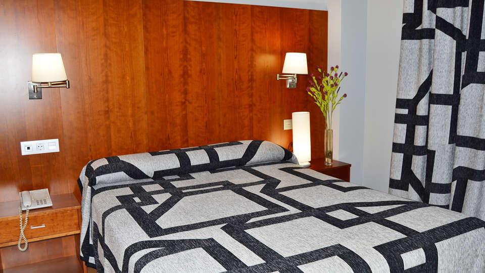 Hotel Jarama - EDIT_room3.jpg