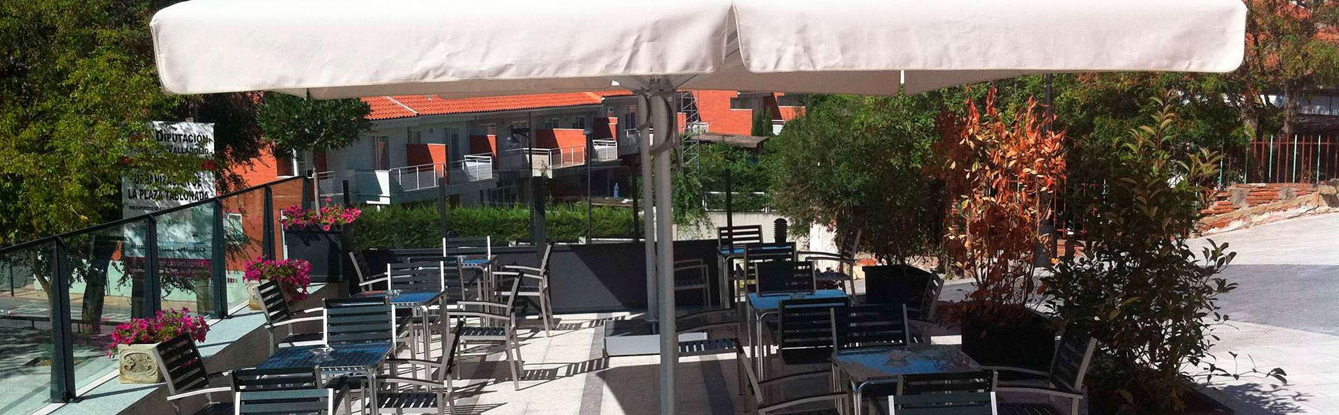 Hotel Jardín de la Abadía - EDIT_terrace.jpg