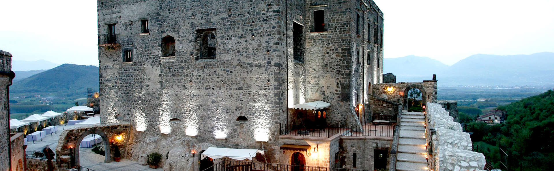 Notte in castello tra Benevento e Caserta in Junior Suite con bottiglia in camera