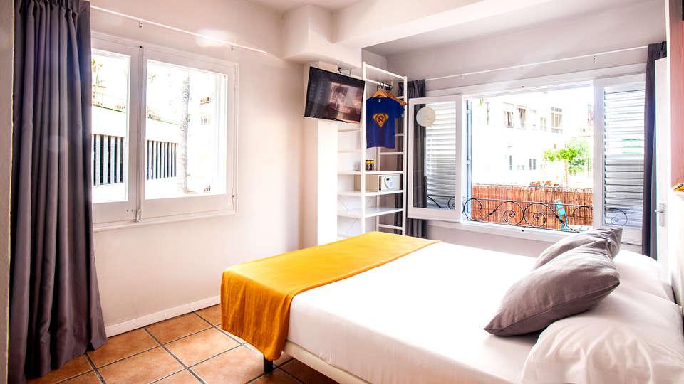 Ryans Pocket Hostel - Edit_Room8.jpg