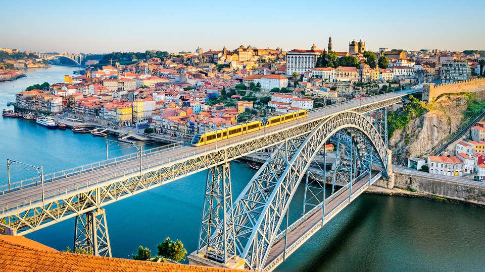 Legendary Porto Hotel - edit_porto.jpg