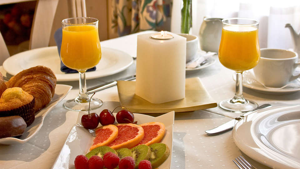 Hotel Jaume - EDIT_breakfast.jpg