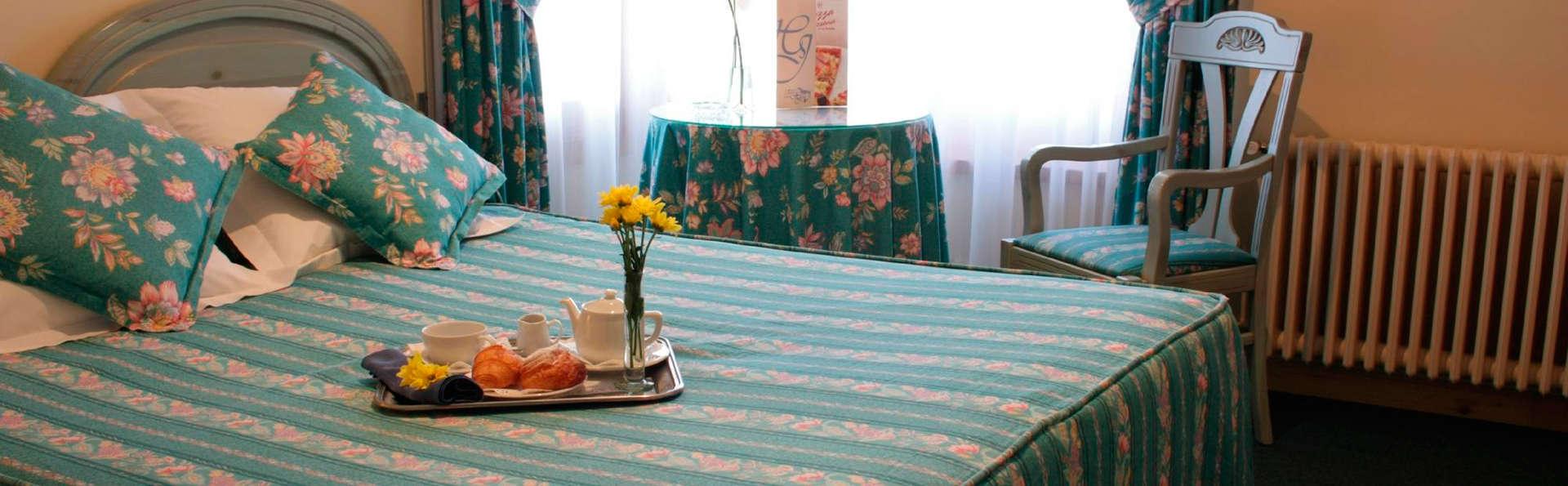 Hotel Jaume - EDIT_room1.jpg