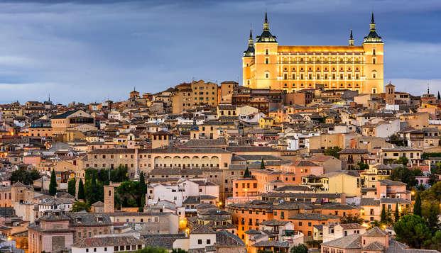 Descubre los lugares más atractivos de Toledo en una visita guiada y alójate en un encantador hotel