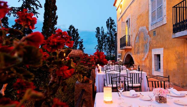Experiencia Gastronómica: cena con maridaje en La Boella con visita al molino y cata de aceites