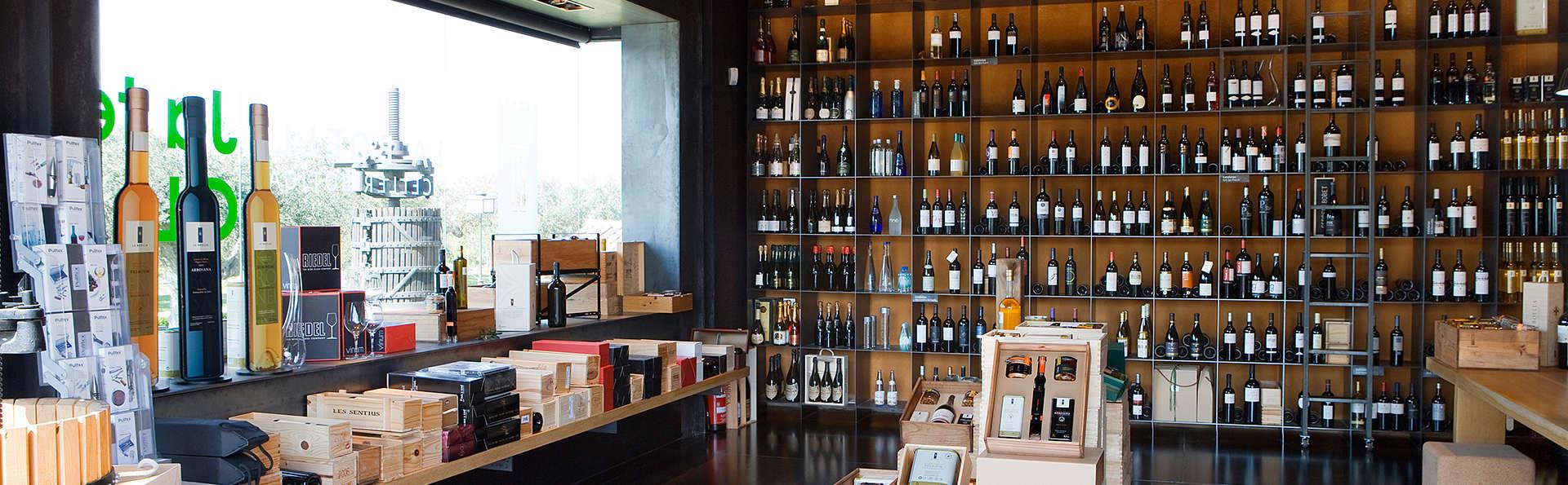 Expérience Premium à l'hôtel Mas la Boella : dégustation d'huile d'olive et visite de cave à vin