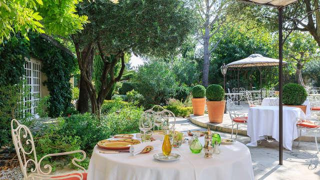 Cena gastronómica y acceso al spa en un hotel de lujo cerca de Aviñón