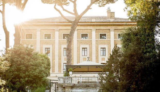 Amore e bollicine in un antico palazzo rinascimentale a Roma