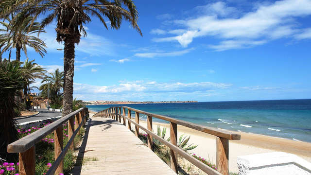 Escapada a tu aire en Torrevieja en apartamentos para hasta 5 personas a primera línea de playa